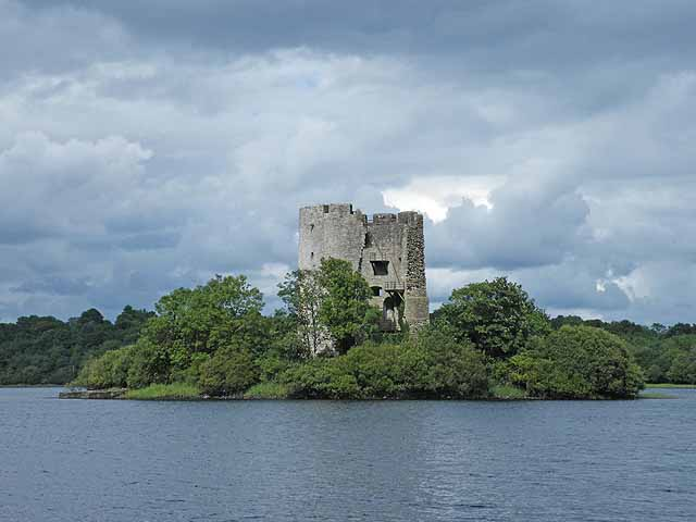 Clogh_Oughter_Castle_Cavan_Ireland_geograph_1405851_by_Oliver_Dixon