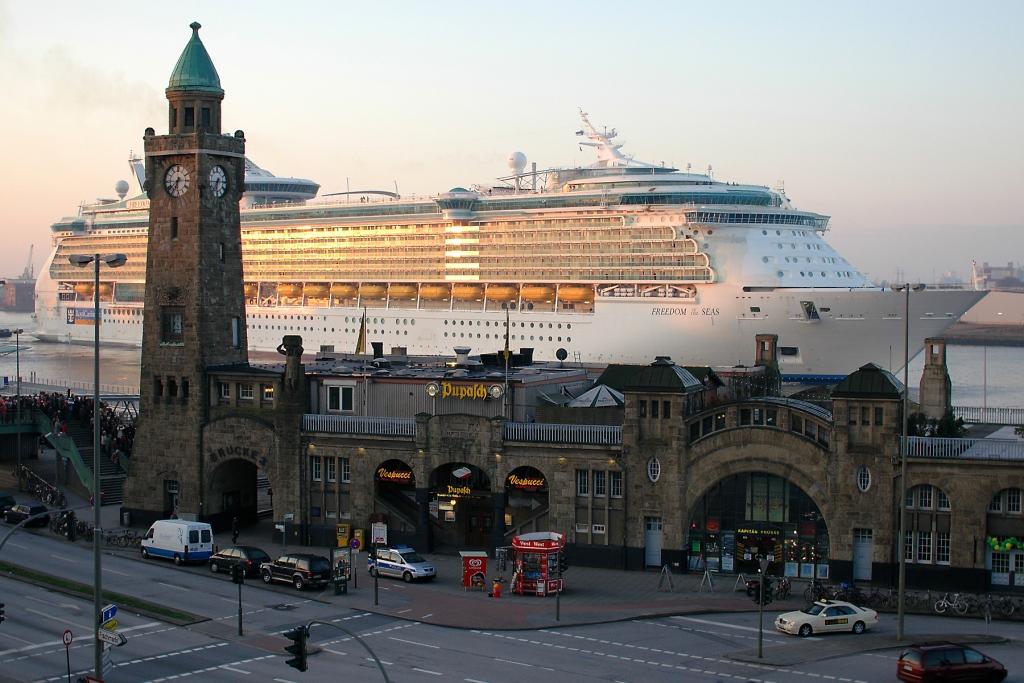 Freedom-of-the-Seas--in-Hamburg