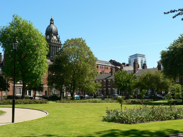 Park_Square_and_Leeds_Town_Hall
