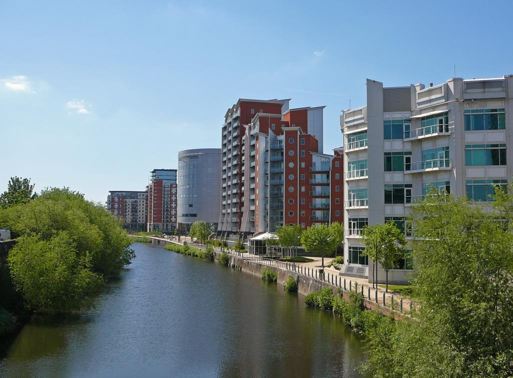 River_Aire_waterfront,_Leeds_001