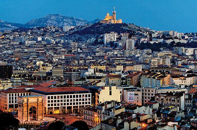 640px-Marseille-la-nuit-by-F.Laffont-feraud