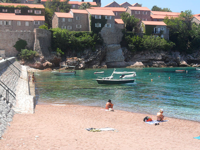 640px-Sveti_Stefan_beach