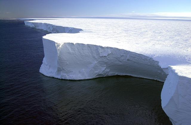 iceberg-79389_640