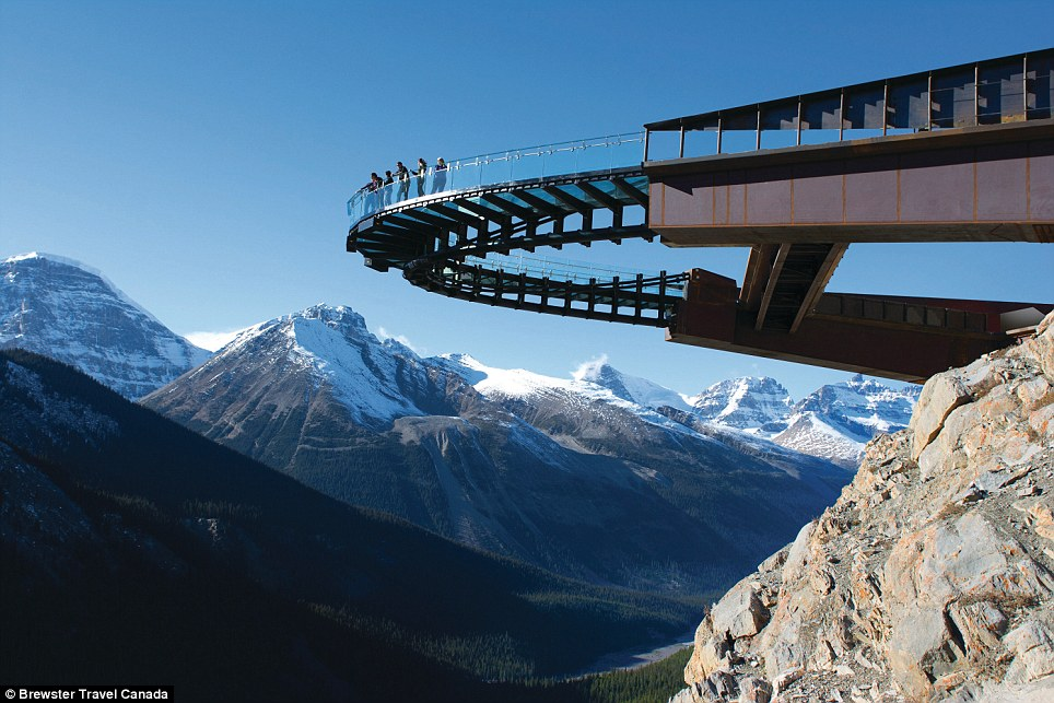 skywalk at the canadian rocky mountine