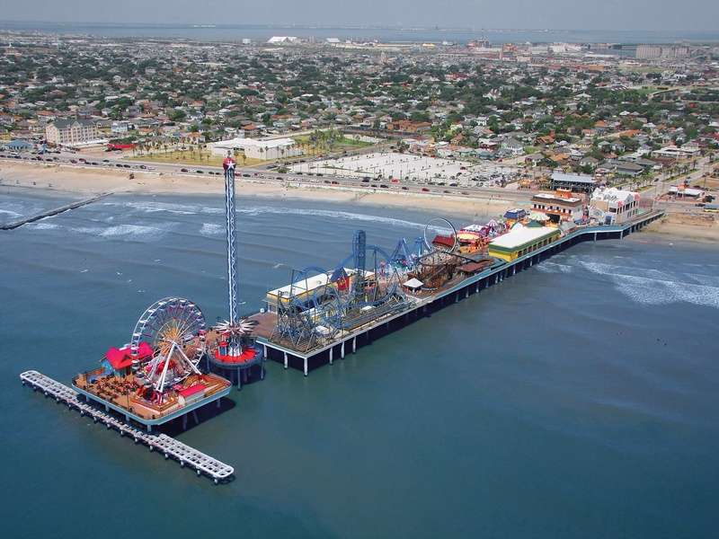 Galveston-Island-Historic-Pleasure-Pier-aerial-view-toward-inland_091335