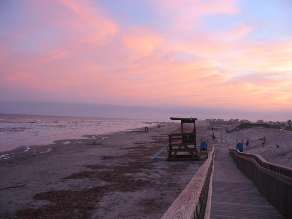 Sunset_at_Galveston_Island_Beach,_TX