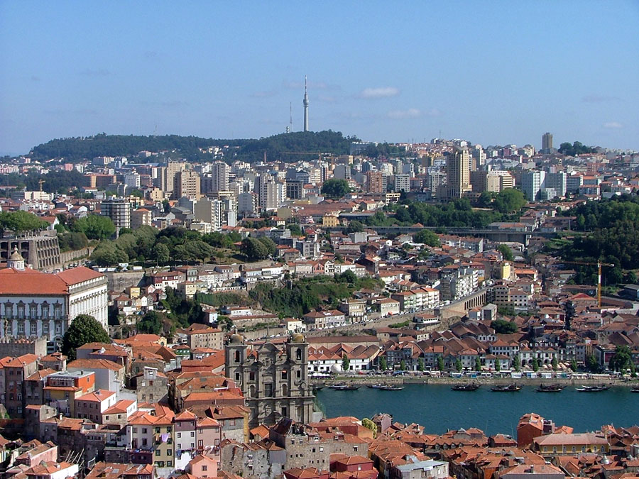 Vila_Nova_de_Gaia_seen_from_Porto