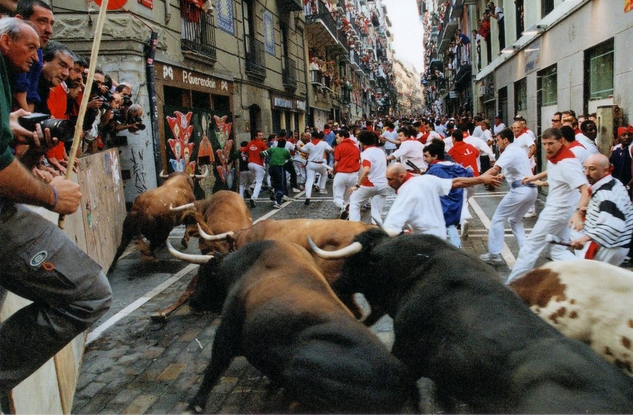 pamplona_running_with_the_bulls