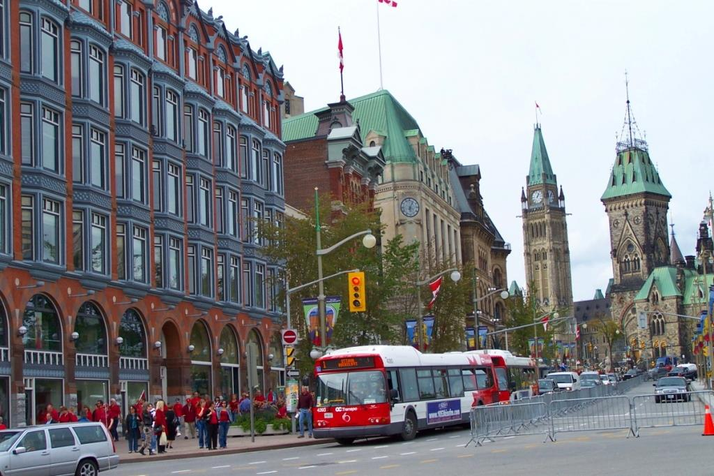 Ottawa_Elgin_Street_at_Queen